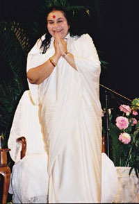 Shri Mataji fa Namastè