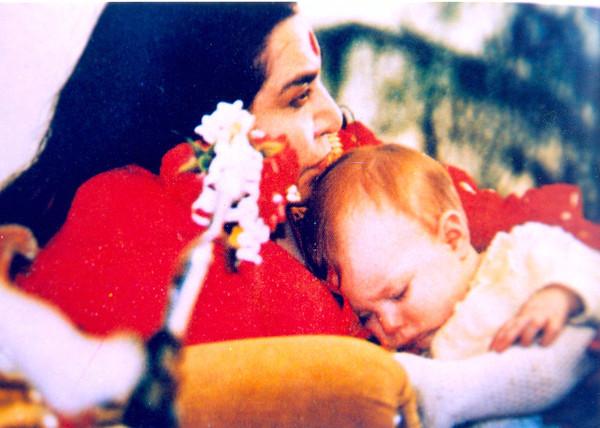 Shri Mataji e bambino